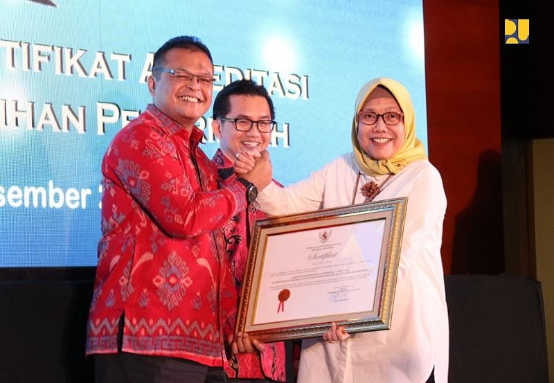 BPSDM Kementerian PUPR Menerima Tiga Sertifikat Akreditasi dari LAN